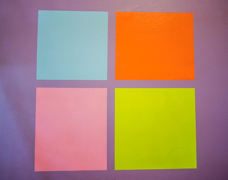... cor aplicada sobre outra cor forte, sem precisar pintar de branco antes.  Apesar de ter gostado muito do rosa, acabei ficando com o  verde-claro-azulado ... 7751387795